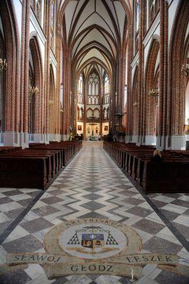 Wnętrze Bazyliki katedralnej św. Michała i św. Floriana w Warszawie