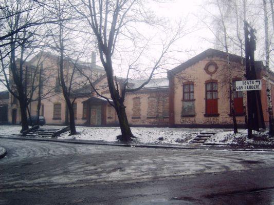 Stary dworzec (dziś Teatr Gry i Ludzie) w Dąbrówce Małej
