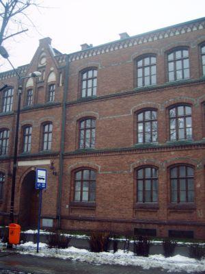 Zabytkowy budynek SP 47 w Dąbrówce Małej