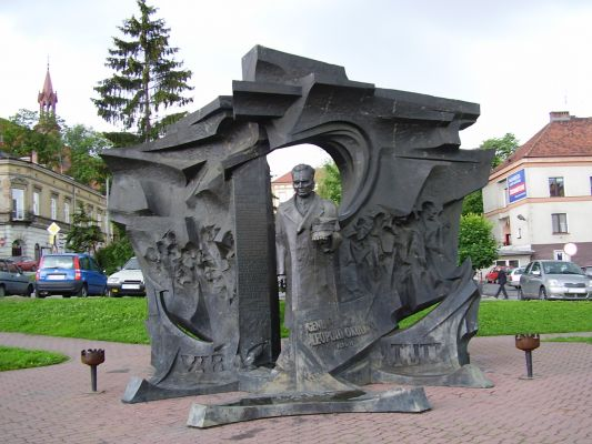Pomnik Leopolda Okulickiego w Bochni