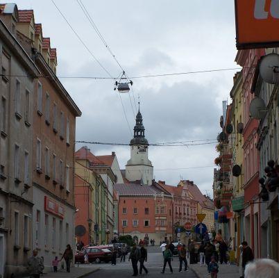 Ulica Piłsudskiego w Złotoryi - widok na południowy wschód, w kierunku Rynku