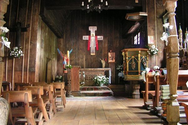 Wnętrze drewnianego kościoła św. Michała Archanioła w Katowicach