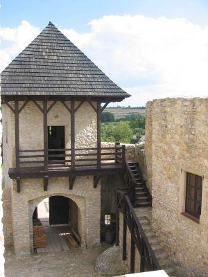 Zamek Bobolice - wieża bramna