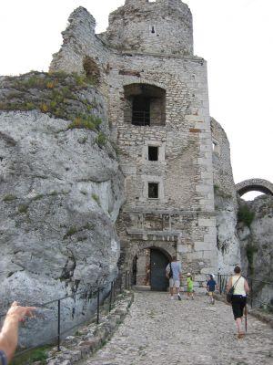 Brama wejsciowa do zamku Ogrodzieniec