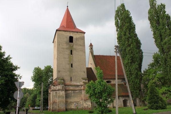 Ewangelicki kościół św. Piotra i św. Pawła z XIV w. w Lewinie Brzeskim