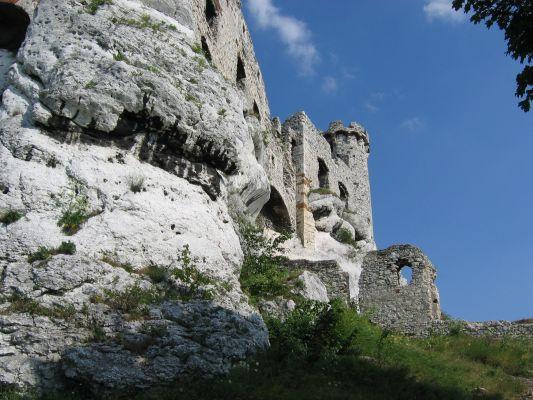 Fragmenty murów zamku Ogrodzieniec