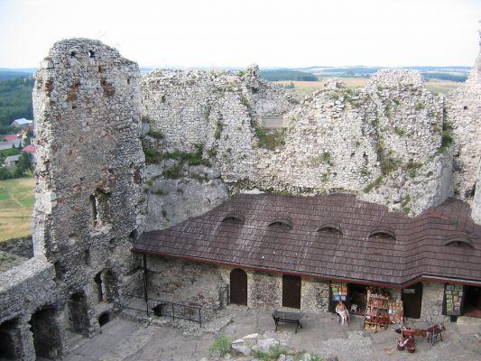Ogrodzieniec - dziedziniec zamku