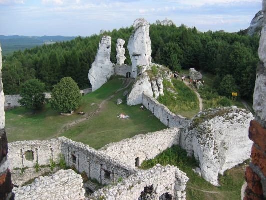 Ogrodzieniec - widok z zamku na skałki