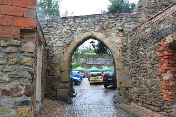 Otmuchów - wejście na dziedziniec zamkowy