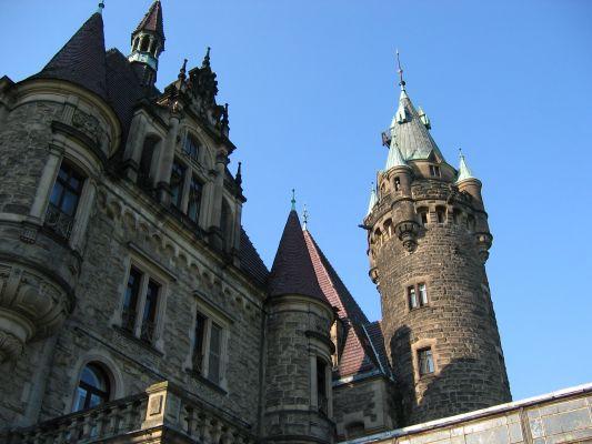 Pałac w Mosznej, wieżyczki, widok od wschodu