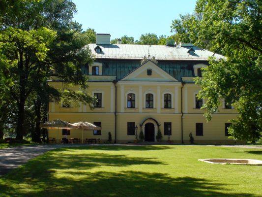 Pałac w Rybnej - front, od wschodu