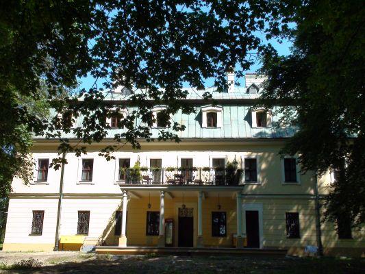 Pałac w Rybnej - widok od ogrodu - zachód
