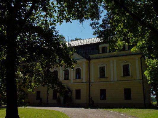 Pałac w Rybnej (wsch-płn)