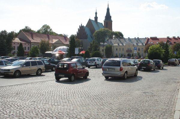 Rynek w Olkuszu od strony parkingu