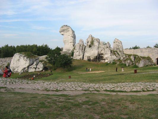 Skałki obok zamku Ogrodzieniec