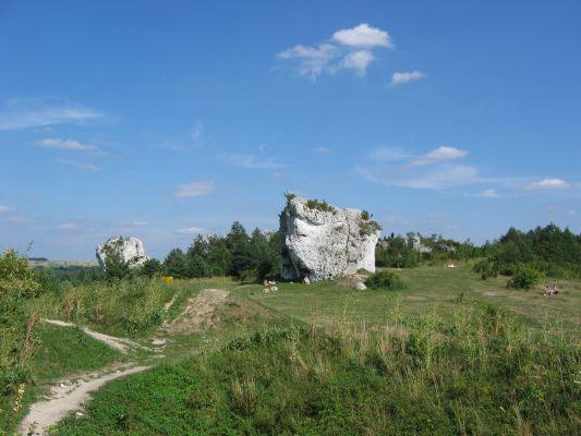 Skałki obok zamku w Mirowie