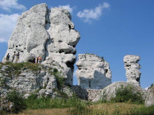 Skałki w pobliżu zamku Ogrodzieniec