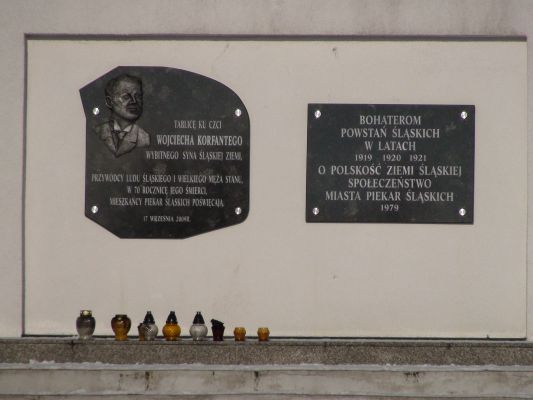 Tablica przy Kopcu Wyzwolenia w Piekarach Śląskich