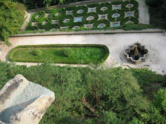 Taras wodny z 27 fontannami na zamku w Książu