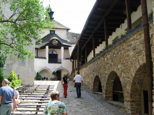 Zamek w Niedzicy - Dziedziniec zamkowy