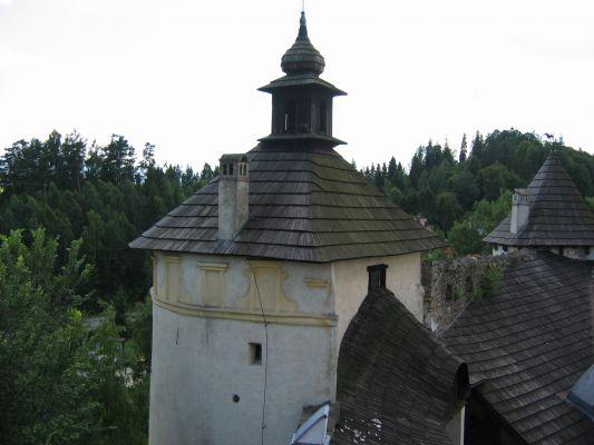 Zamek w Niedzicy - widok z poziomu dachów