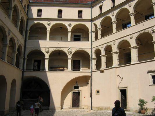 Zamek w Pieskowej Skale - arkady na dziedzińcu wewnętrznym