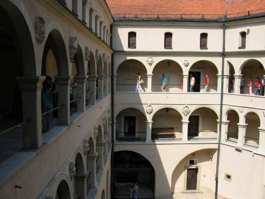 Zamek w Pieskowej Skale - arkady, widok z piętra