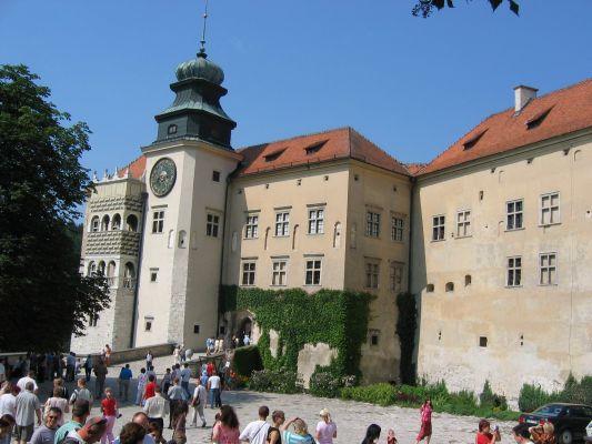 Zamek w Pieskowej Skale - dziedziniec