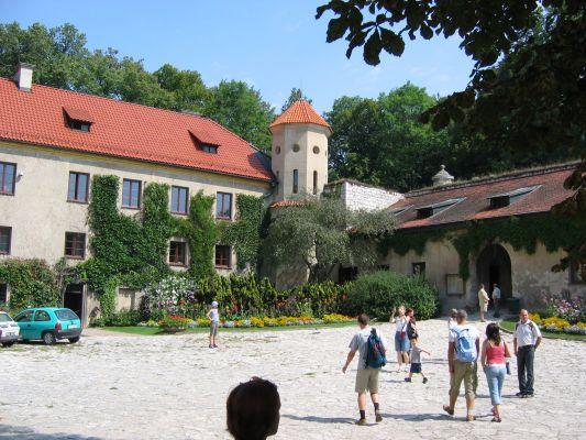 Zamek w Pieskowej Skale - dziedziniec zewnętrzny