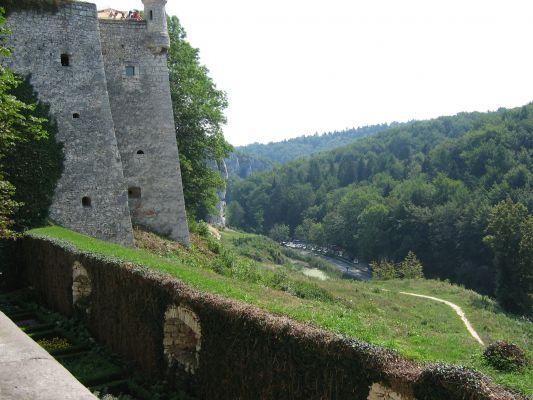 Zamek w Pieskowej Skale - widok na drogę