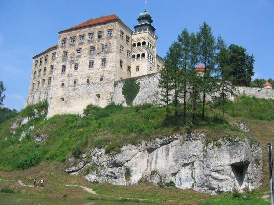 Zamek w Pieskowej Skale - widok od drogi