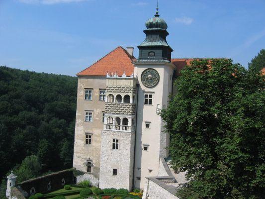 Zamek w Pieskowej Skale - wieża z zegarem