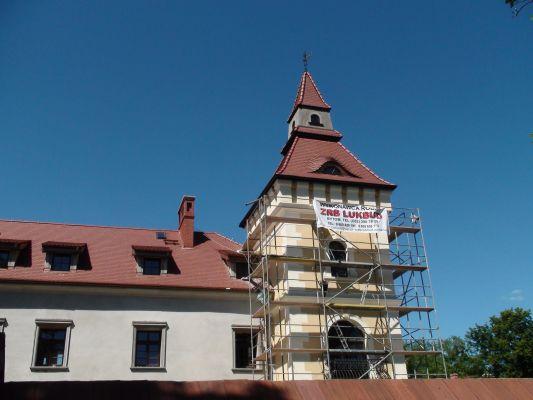 Zamek w Starych Tarnowicach - remont wieży trwa