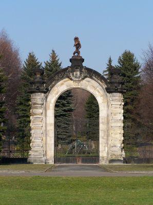 Brama do ZOO w WPKiW w Chorzowie. Dawniej brama pałacowa w Świerklańcu