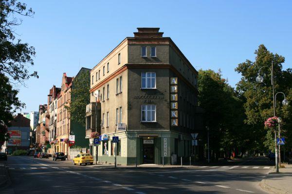 Kamienica narożna przy ul. Świerczewskiego 17 w Siemianowicach Śląskich