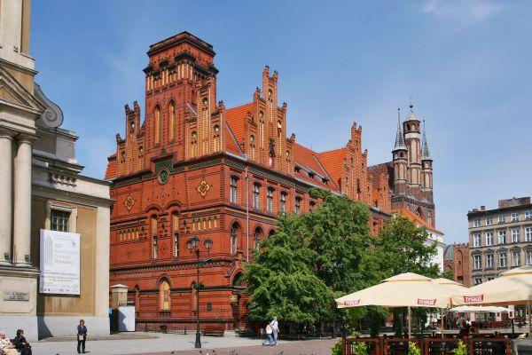 Neogotycki gmach Poczty Głównej w Toruniu