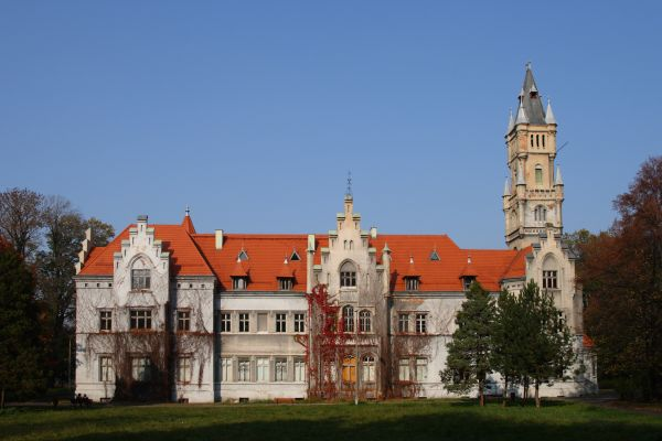 Neogotycki pałac Donnersmarcków w Nakle Śląskim