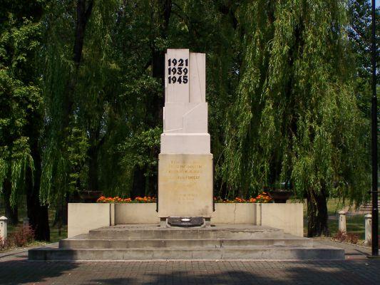 Obelisk ku czci poległych powstańców śląskich na Wełnowcu w Katowicach