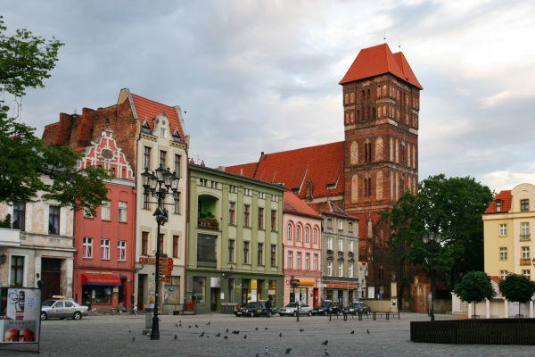 Rynek Nowomiejski i kościół pw. Św. Jakuba w Toruniu