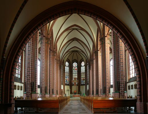 Wnętrze kościoła pw. Św. Piotra i Pawła w Katowicach