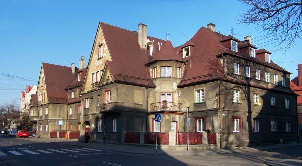 Zabytkowe zabudowania przy ulicy Dębowej w Katowicach