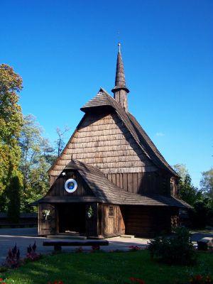 Zabytkowy, XVI-wieczny kościółek pw. Michała Archanioła w Parku Kościuszki w Katowicach - Brynowie