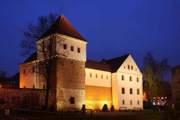 Zamek piastowski w Gliwicach nocą