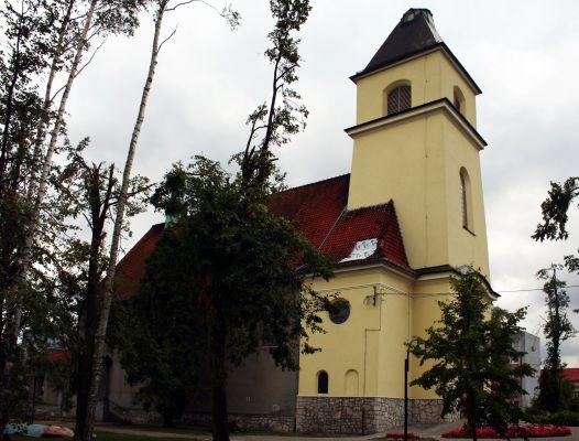 Kościół Michała Archanioła w Blachowni po przejściu tornada w 2008 roku, z uszkodzoną wieżą
