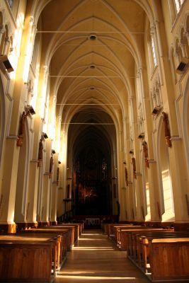 Wnętrze katedry Świętej Rodziny w Częstochowie