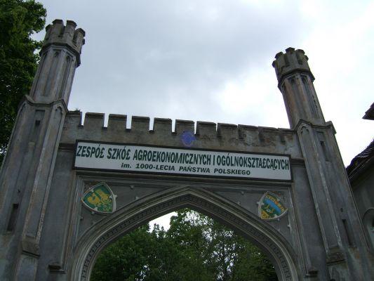 Brama wjazdowa do pałacu w Nakle Śląskim