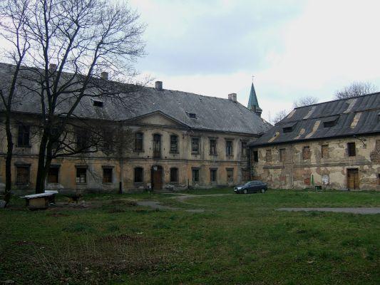 Pałac Donnersmarcków w Siemianowicach Śląskich - dziedziniec