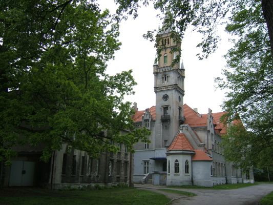 Pałac w Nakle Śląskim - widok z boku