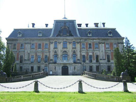 Pałac w Pszczynie - widok od parku (przed remontem)