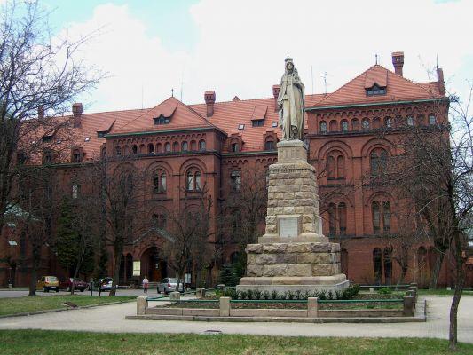 Pomnik św. Jadwigi Śląskiej przed klasztorem franciszkanów (1903-1908) w Panewnikach